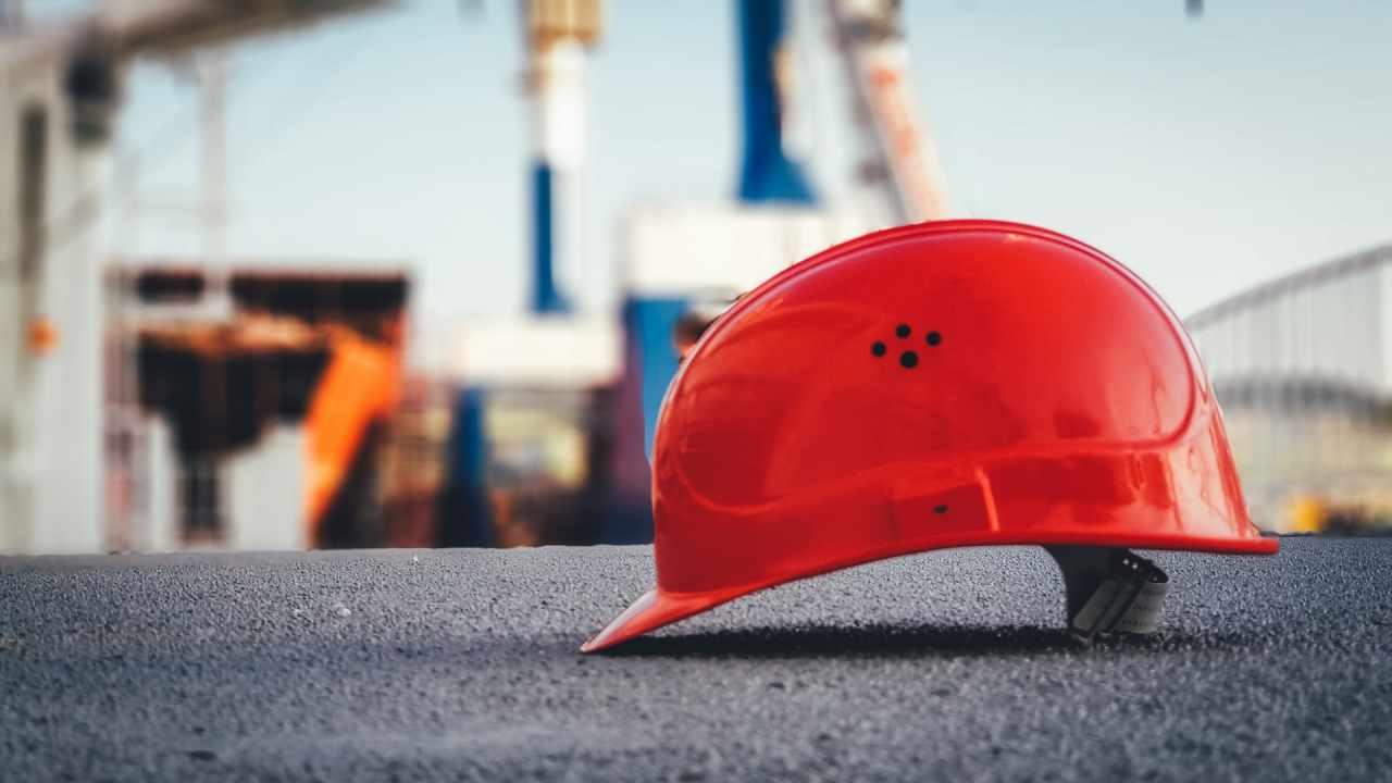 すでに転職と複業でキャリア形成する時代だと気付けない建設社員